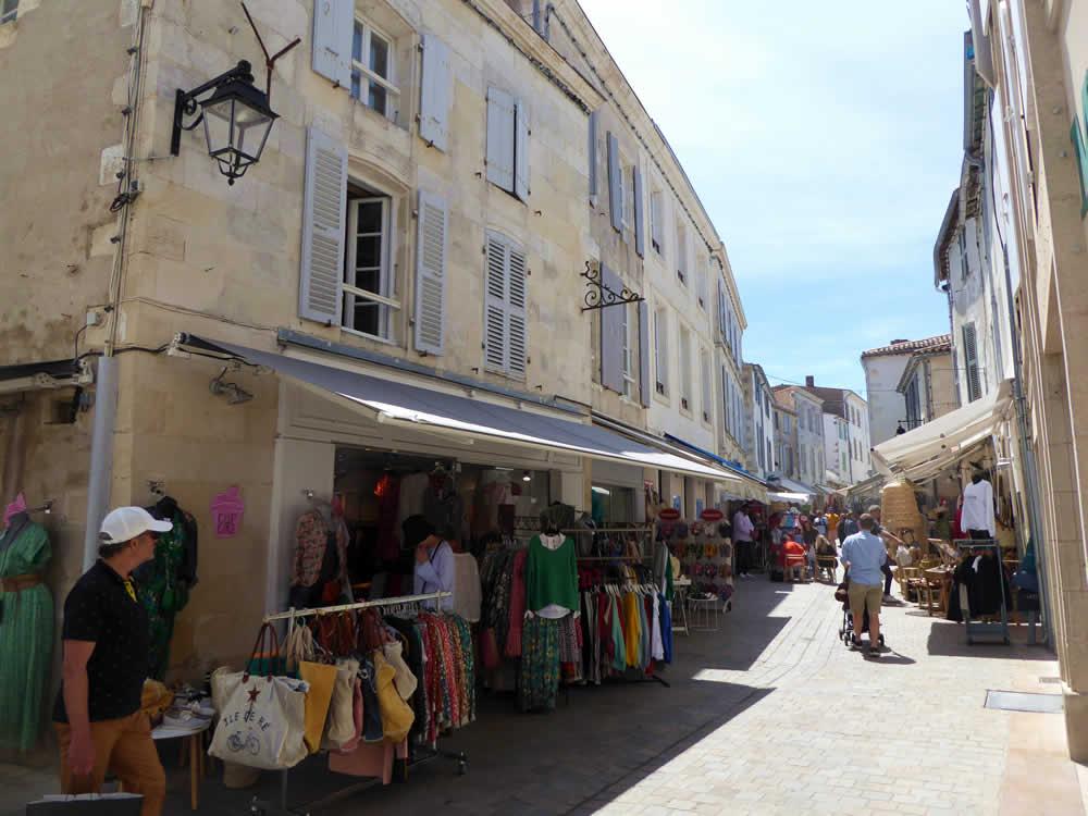 rue commerçante st martin de ré